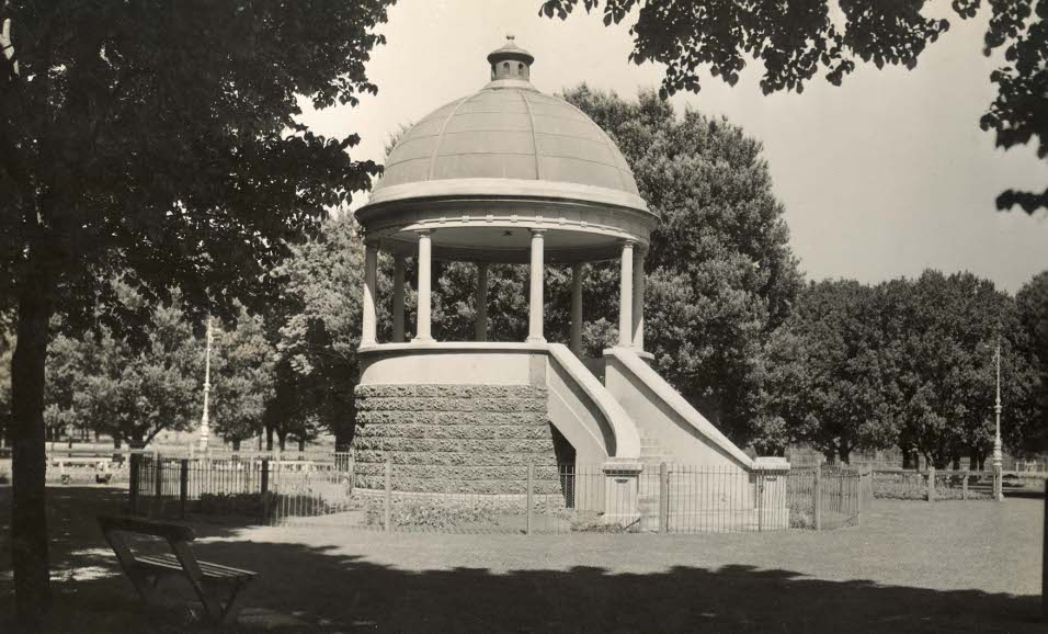 Edinburgh Gardens Band Rotunda, North Fitzroy 1940